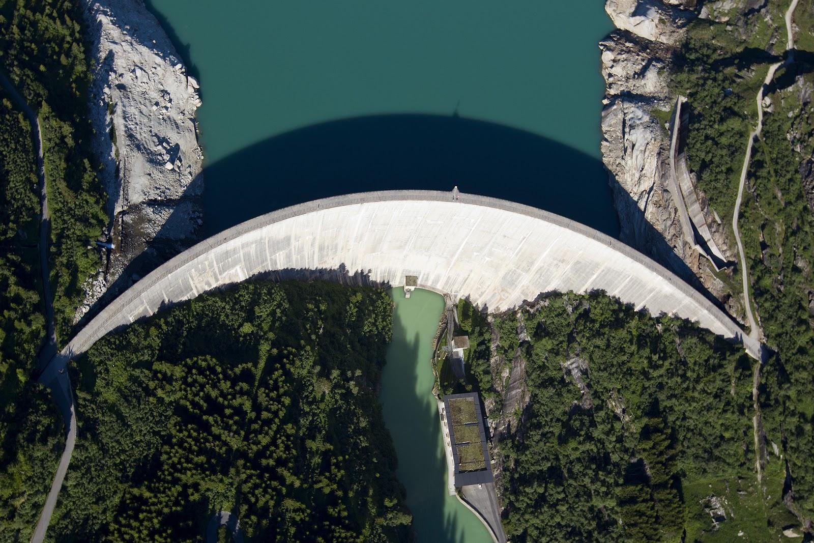 La force hydraulique fait avancer la Suisse – ici le barrage de Zervreila à Vals (GR). (Keystone/Alessandro della Valle)