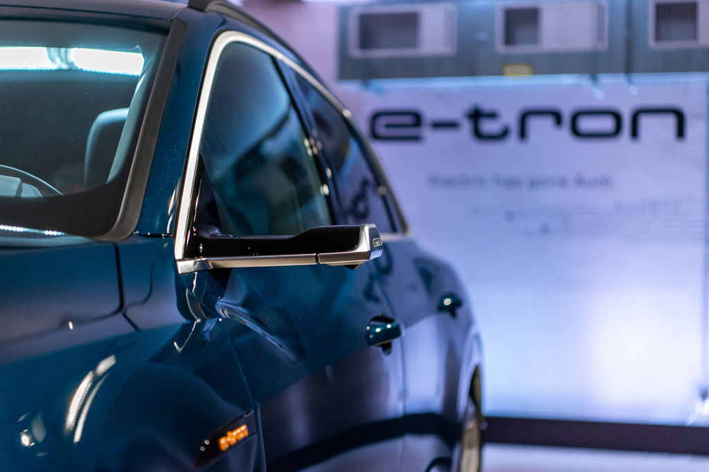 Ils attirent toujours les regards: les rétroviseurs extérieurs virtuels de l'Audi e-tron. (Tom Lüthi)