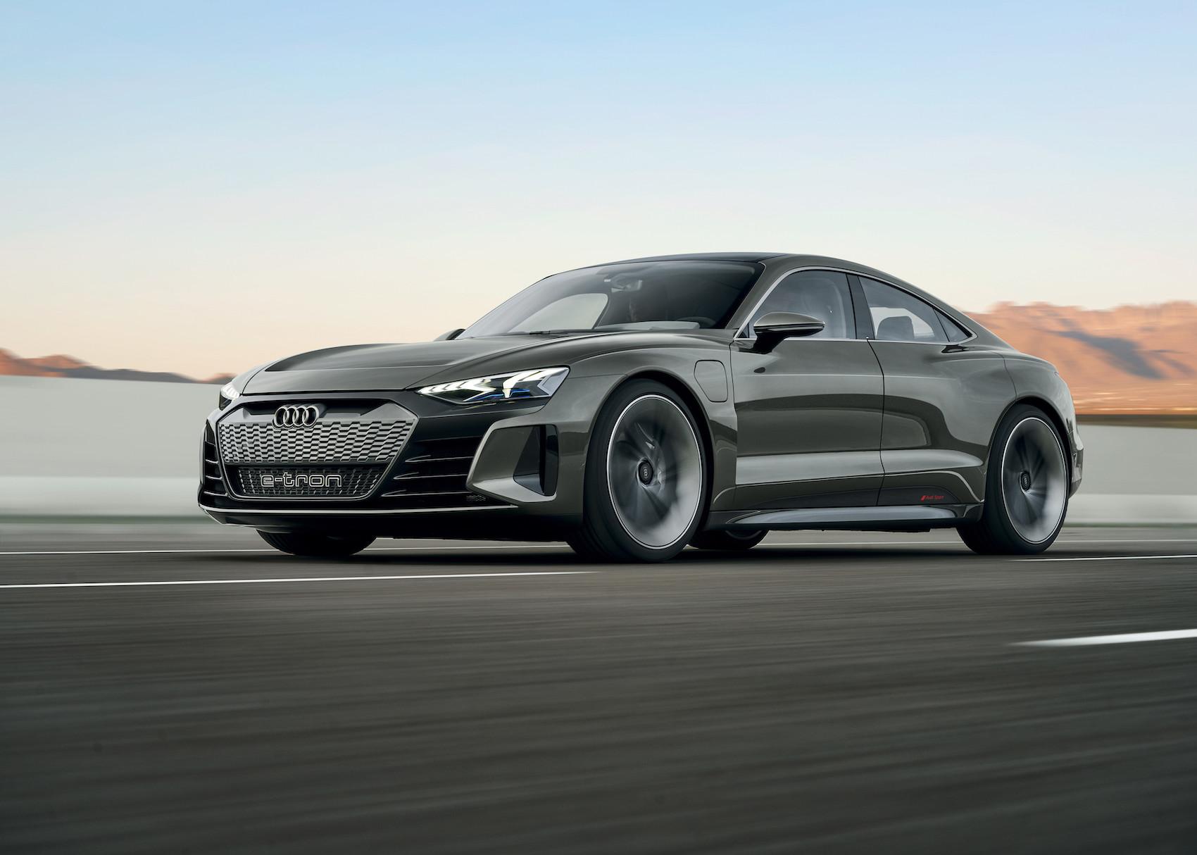 Le modèle de série de l'e-tron GT devrait être livré début 2021.