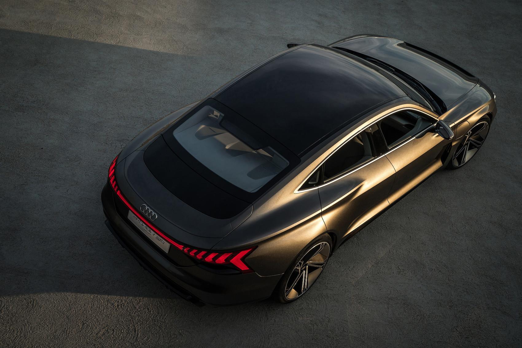 Comme un téléphone portable: le nouveau modèle e-tron GT concept d'Audi peut même être rechargé sans fil.