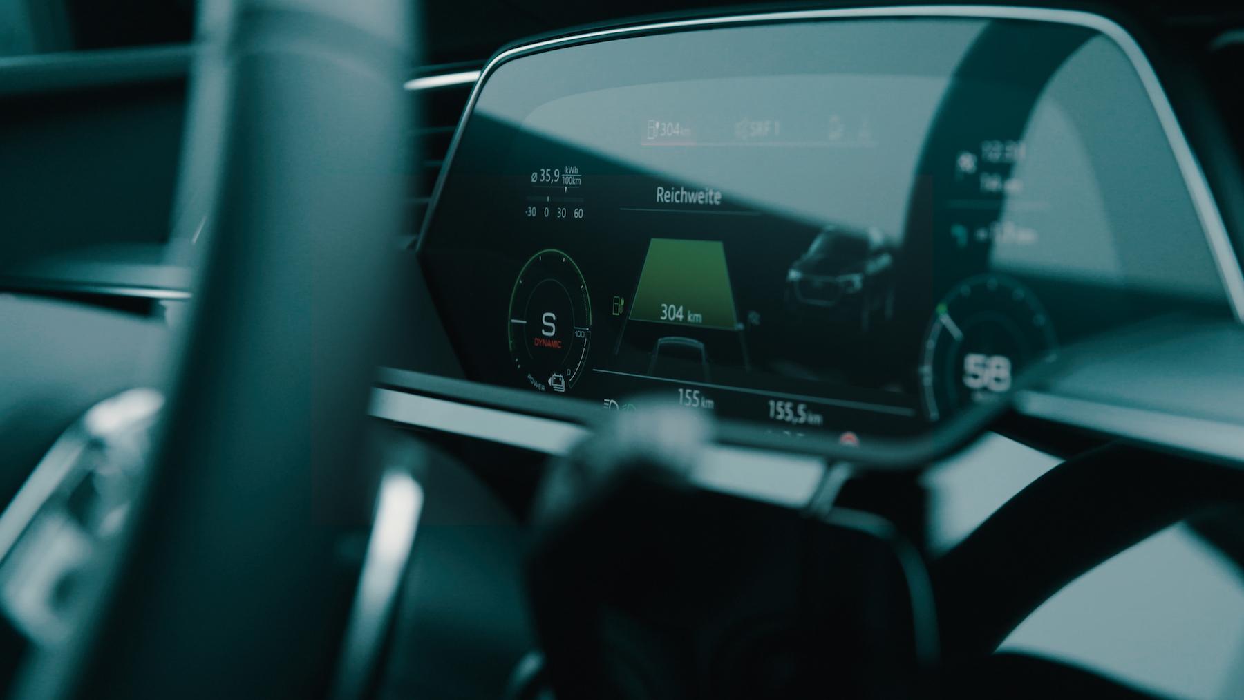 Il suffit de rouler malin pour augmenter l'autonomie de l'Audi e-tron pendant le trajet.