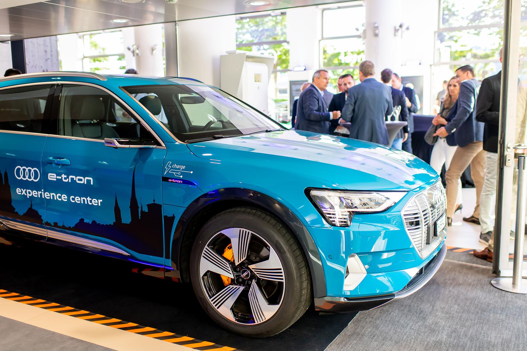 All'Utoquai è stazionata anche un'Audi e-tron. (Tom Lüthi)