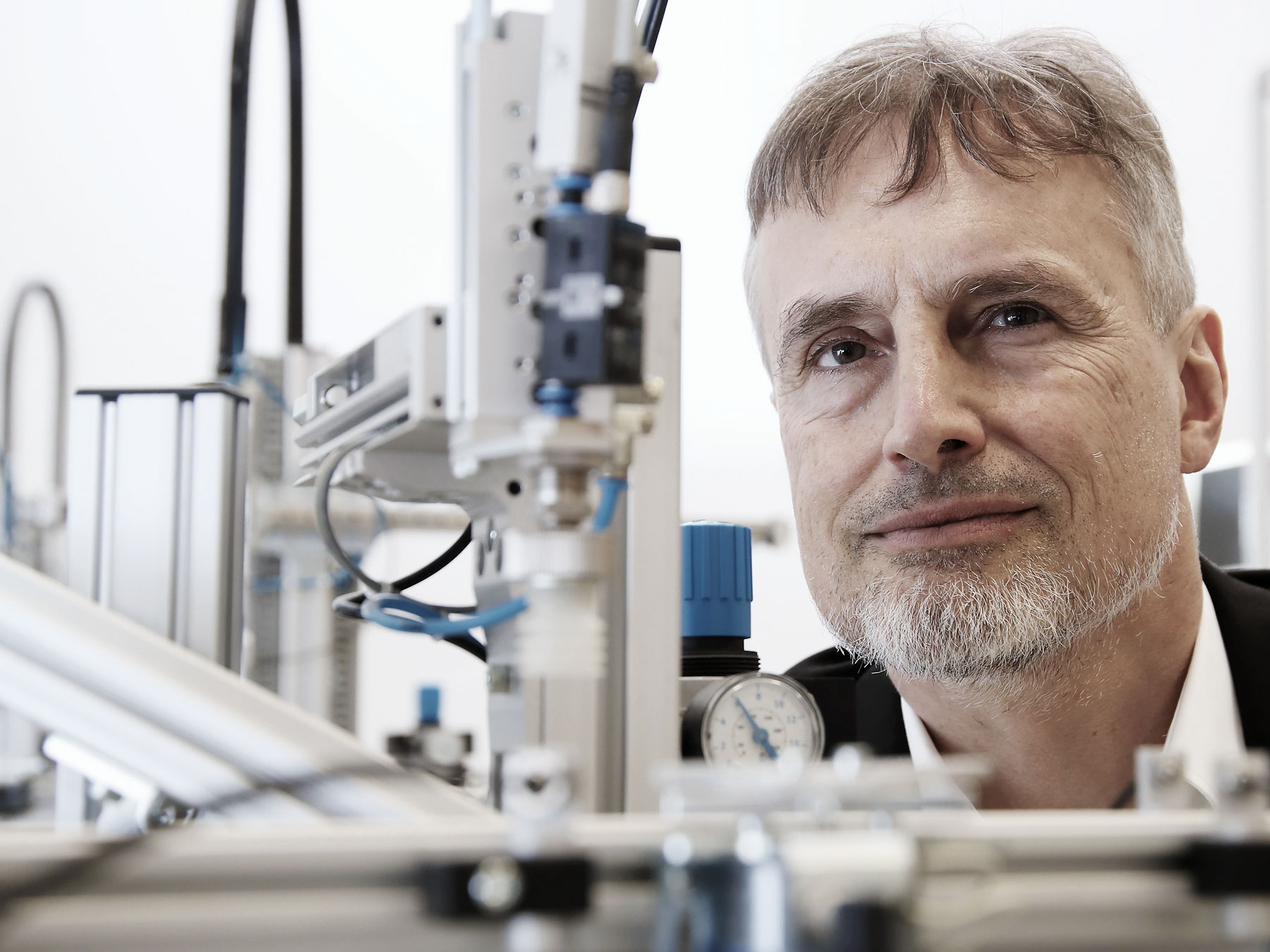 À 15ans, il voulait déjà construire quelque chose de plus intelligent que lui: Jürgen Schmidhuber dans son laboratoire.