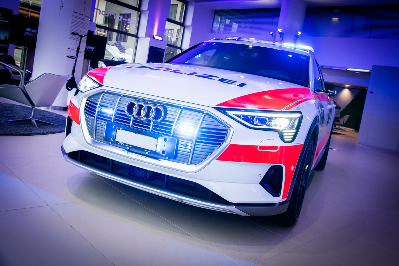 Das Demo-Polizeiauto wurde im November in Zürich interessierten Polizei-Vertretern vorgestellt. (Thomas Buchwalder)
