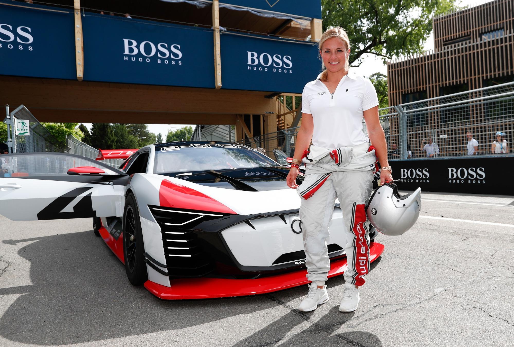 Lara Gut-Behrami devant l'Audi e-tronVisionGranTurismo lors de l'E-Prix2018 de Zurich. (Sven Thomann)