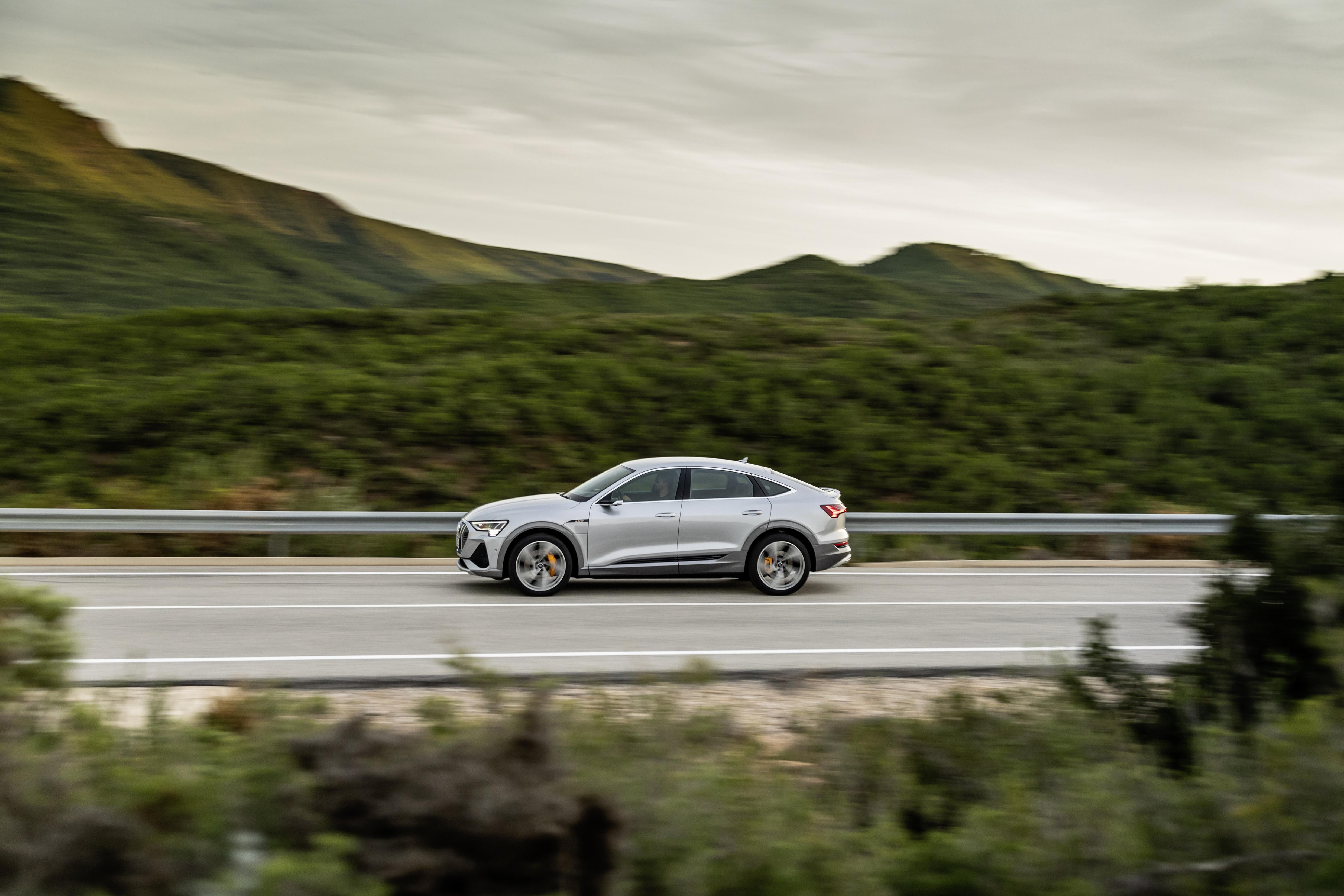Der Audi e-tron Sportback kann beim Bremsen bis zu 70 Prozent der Antriebsleistung zurückgewinnen. (AUDI)