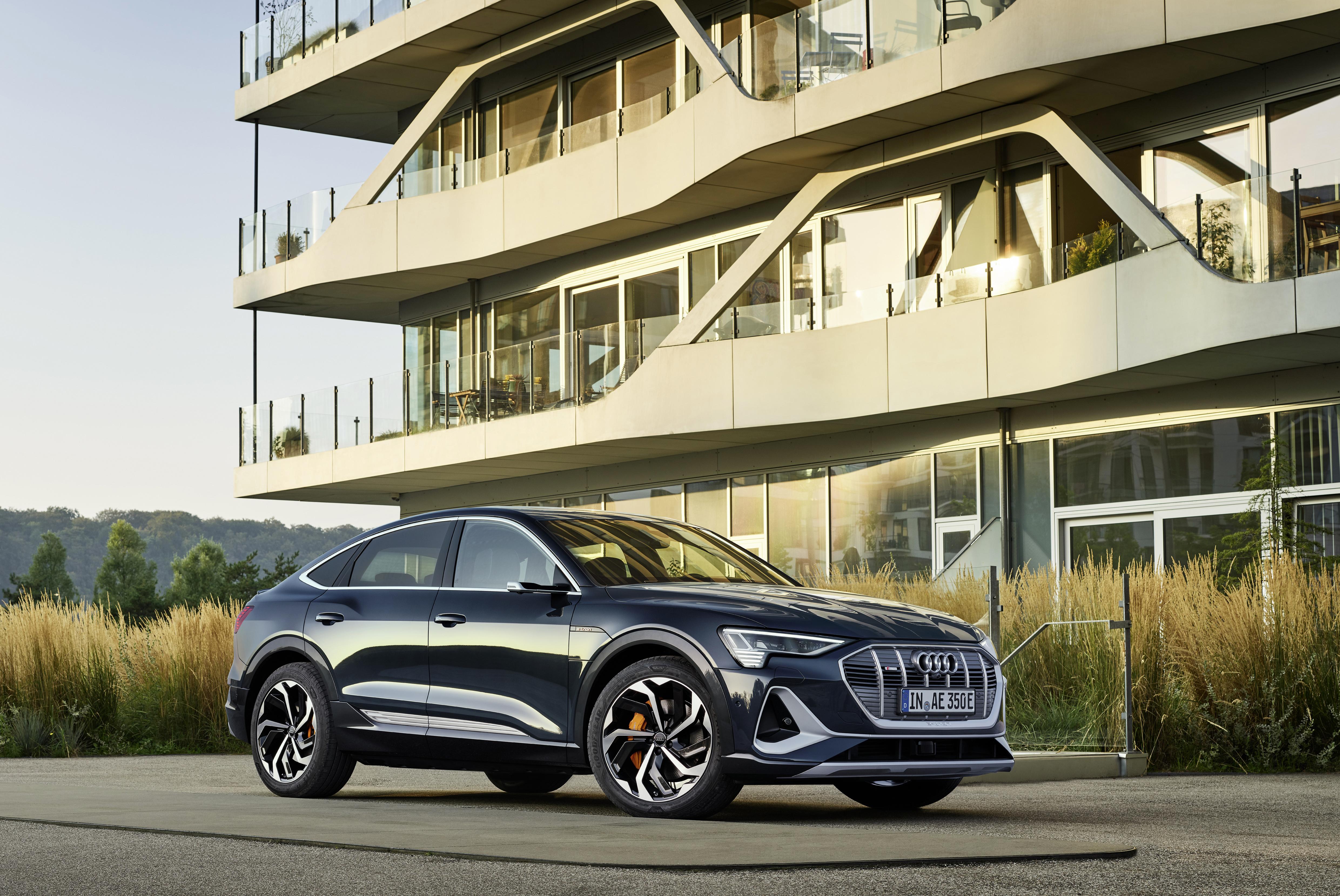 Der Audi e-tron Sportback wird optional sogar mit 22-Zoll-Rädern erhältlich sein. (AUDI)