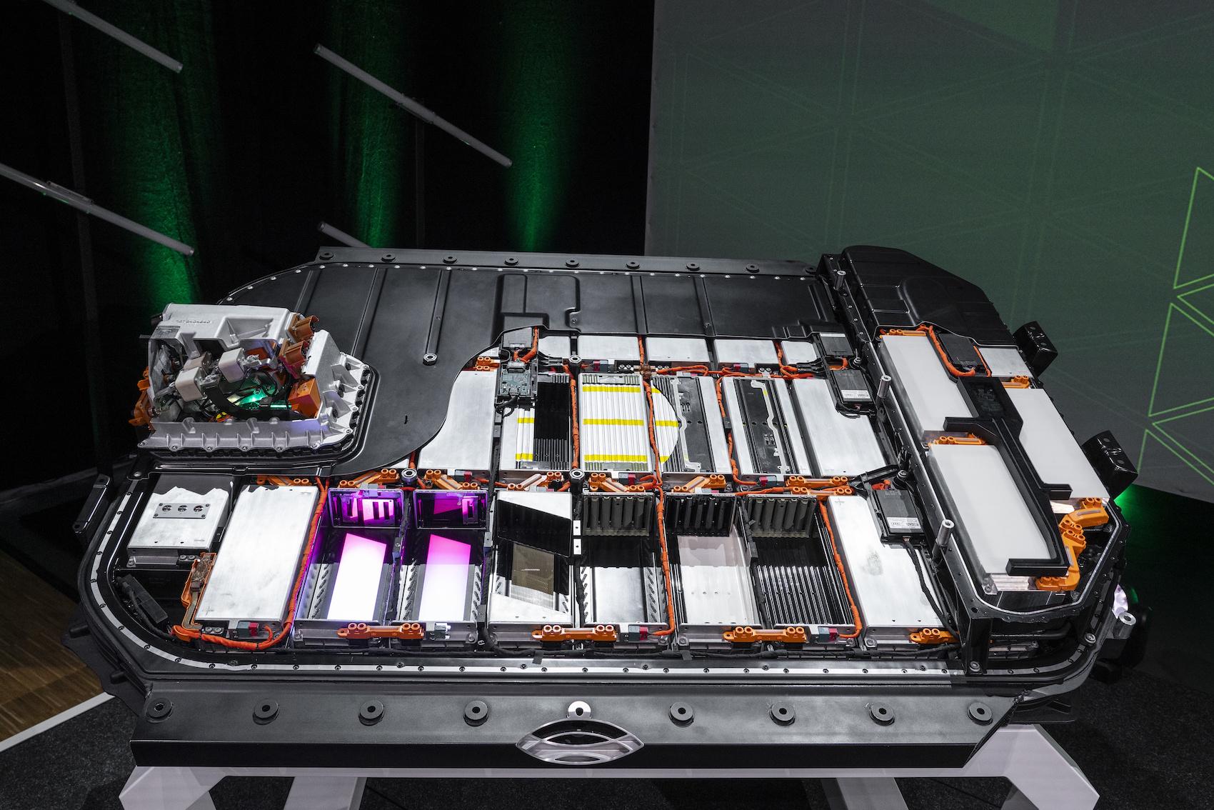 Modello in sezione di una batteria dell'Audi e-tron. (AUDI)