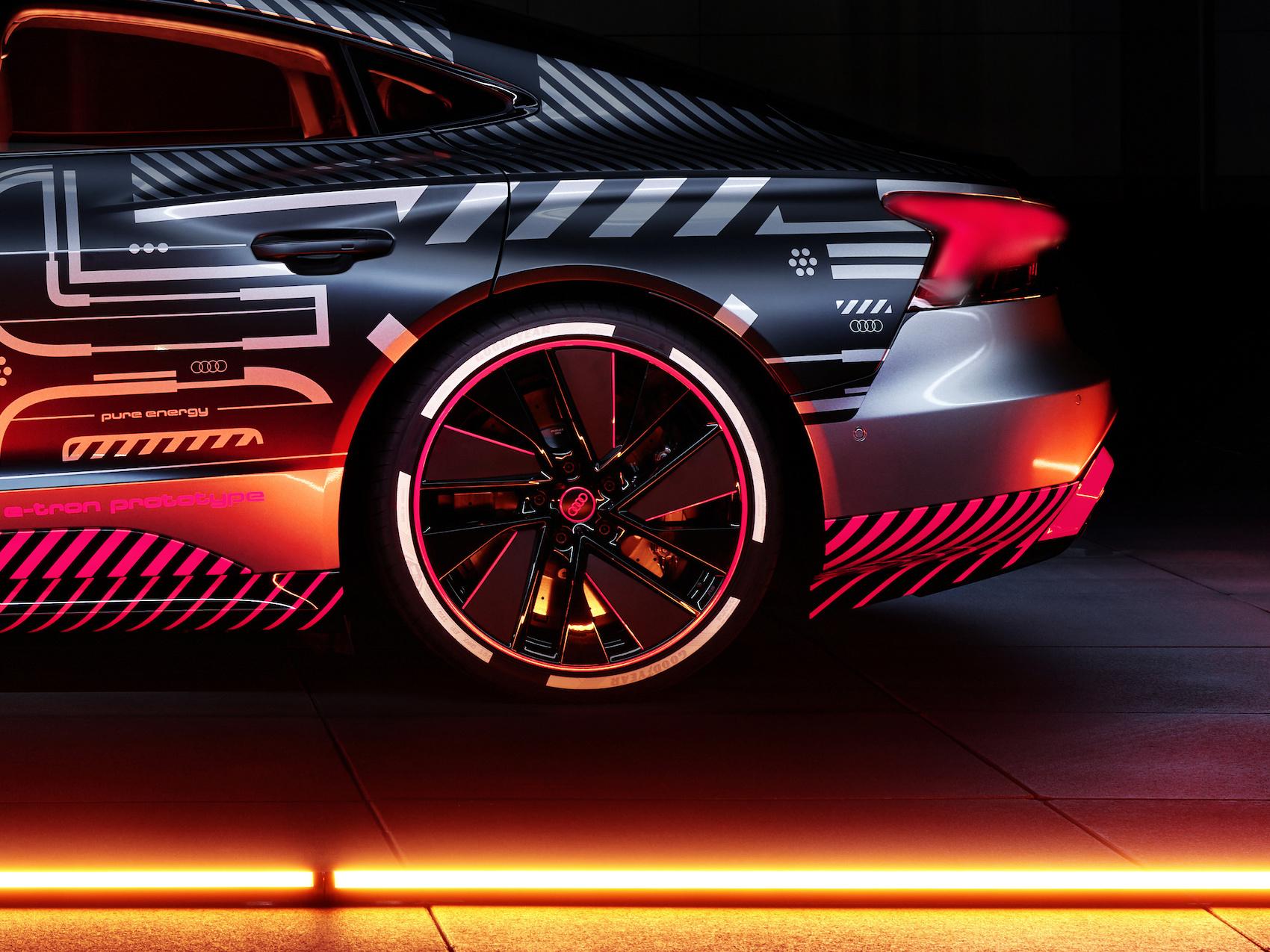 L'Audi e-tron GT est présentée pour l'instant avec son camouflage de prototype seulement. La grande première est prévue pour 2021. (Audi)